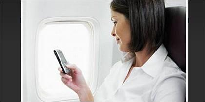 Avión, viaje, teléfono móvil e internet.