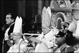 Juan XXIII anuncia el Concilio