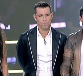 Captura de Mirela y Javi Mota, concursantes de La Voz junto a Jesús Vázquez.