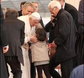 El Papa, Angela y el Padre Ángel