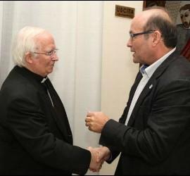 El cardenal Cañizares saluda a José Manuel Vidal