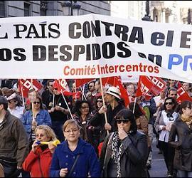Periodistas de 'El País' se manifiestan contra el ERE en el Grupo PRISA.