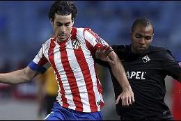 Tiago se lleva el balón ante Wilson Eduardo.