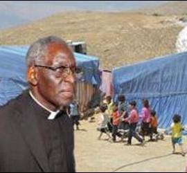 El cardenal Sarah, en los campos de refugiados