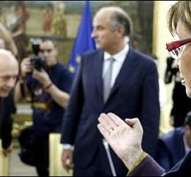 La consejera Rigau apunta al ministro Wert.