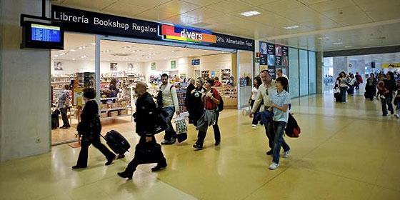 Aena subasta las tiendas de 26 aeropuertos para ingresar 6 for Oficinas aena madrid