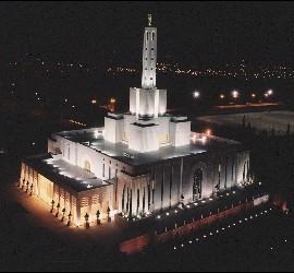 El templo de los mormones en Madrid de noche