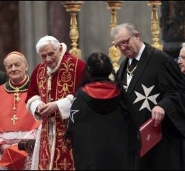 El Papa, con la Orden de Malta en el Vaticano