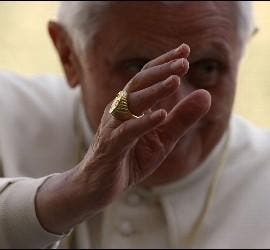 El Papa, con el Anillo del Pescador