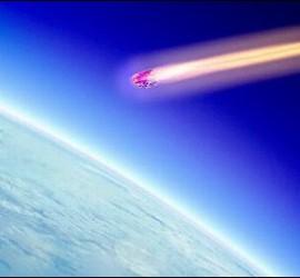 Un meterorito se acerca a la Tierra.