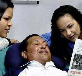Hugo Chávez con sus hijas.