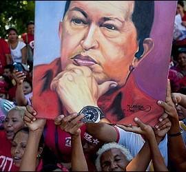 Mujeres venezolanas rezando por la salud de Hugo Chávez.