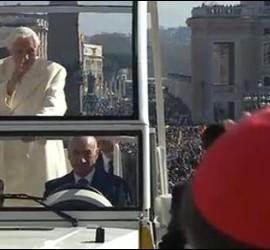 Benedicto XVI se despidió de los fieles