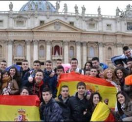 Españoles en la plaza de San Pedro