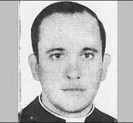 El Papa Francisco cuando era sólo el cura Jorge Mario Bergoglio, en 1973.