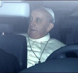 Santios Abril, el Papa Francisco, en el coche