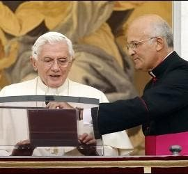 Alfred Xuereb, con Benedicto XVI