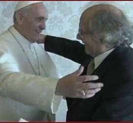 Abrazo entre el Papa y Pérez Esquivel