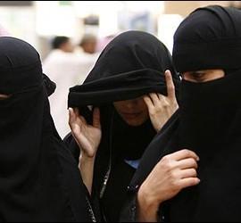 Mujeres con velo islámico en Arabia Saudí.