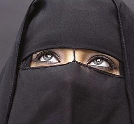 Mujer, velo y ley en Arabia Saudí.