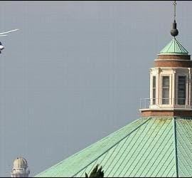 El helicóptero de Ratzinger sobrevuela el Vaticano