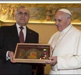 Francisco, con el presidente de Líbano