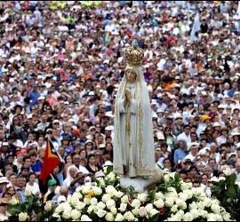 Procesión de la Virgen en Fátima