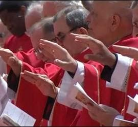 Obispos en la misa