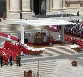 El alatr en la misa de Pentecostés