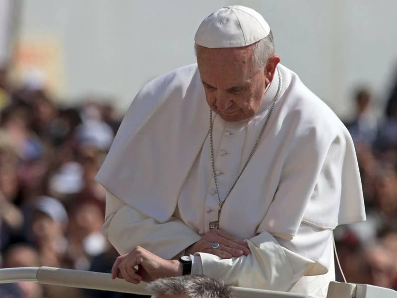 Papa Francisco mirando el reloj - Fuente: Periodista Digital