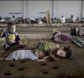Niños refugiados en la frontera siria