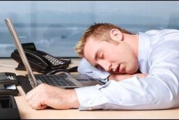 Oficina, trabajo, cansancio y sueño.