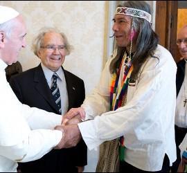 Francisco, Pérez Esquivel y los líderes indígenas