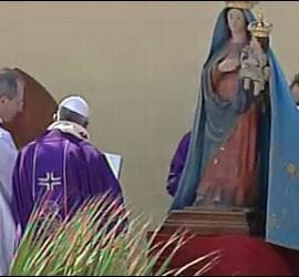 Papa, ante la Virgen de Lampedusa