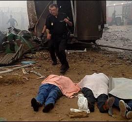 Pasajeros del Alvia Madrid-Ferrol yacen muertos en el suelo.