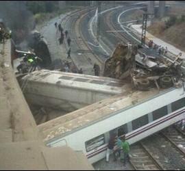 Tren descarrilado en Santiago de Compostela. 24 julio 2013