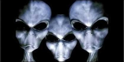 Extraterrestres con cara de pocos amigos.