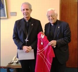 Mario Poli, junto al padre Ángel