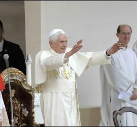 Ratzinger, en la misa con sus ex alumnos