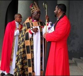 El arzobispo Ignatius Kattey