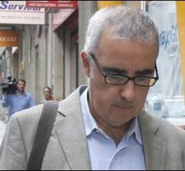 Alfonso Basterra poco antes de acudir al funeral de su hija