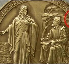 Medalla del pontificado con errata