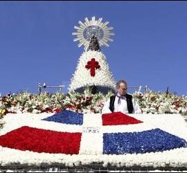 El manto de flores de la Virgen del Pilar