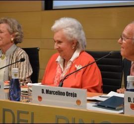 Doña Pilar, con Marcelino Oreja e Isabel Gómez Acebo