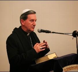 Cardenal Salazar con la kipa