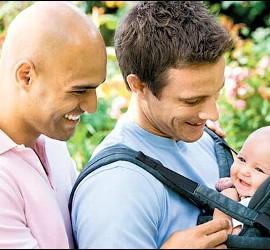 Pareja homosexual con hijo