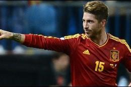 Sergio Ramos celebra un gol con la selección