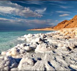 Sal en las orillas del Mar Muerto.