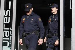 La policía nacional en la sede del PP.