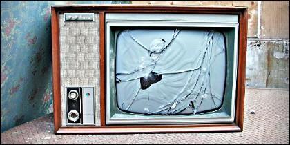 Televisión, televisor, información, noticias y propaganda.